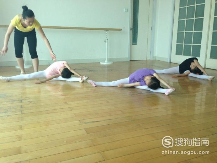 学舞的女孩子怎样练基本功?