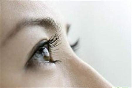 眼睛流泪是怎么回事?该怎么办?