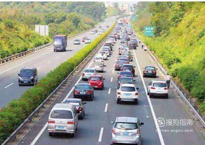 如何在高速公路上开车
