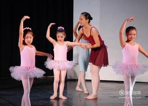 小孩几岁可以学芭蕾舞
