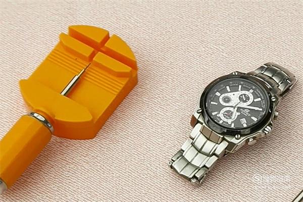 钢链手表表链怎么拆?