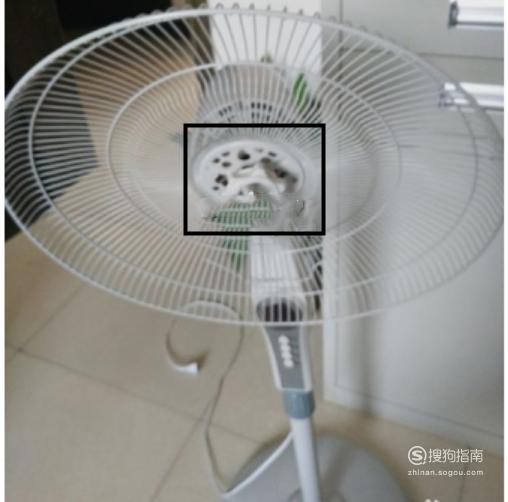 美的落地电风扇怎么拆